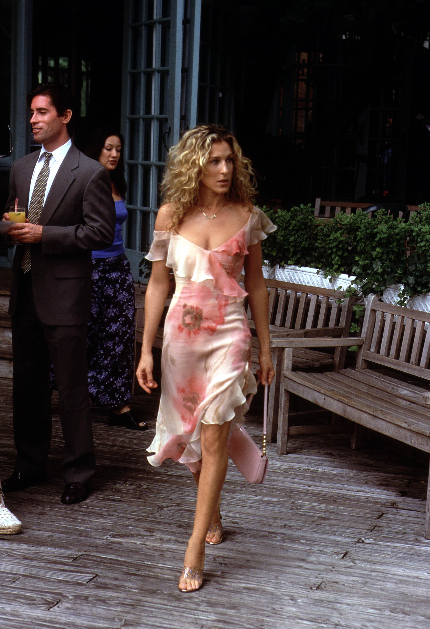 Carrie Bradshaws Best & Worst Outfits   PEOPLE